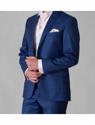 Приталенный мужской костюм цвета сапфир SE