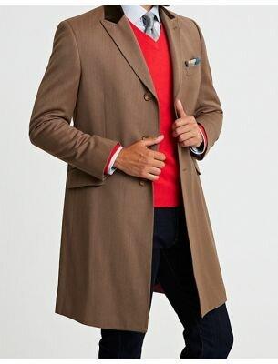 Элегантное мужское пальто коричневого цвета